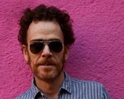 Nando Reis recebe a 'Billboard' e fala sobre CD 'Voz e Violão'!